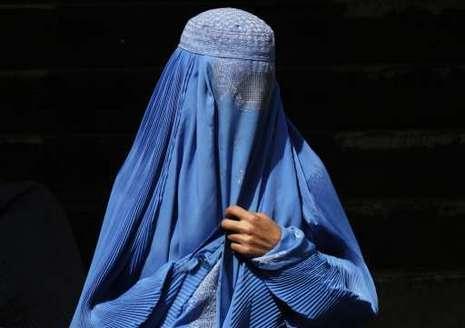 femme portant la burqa